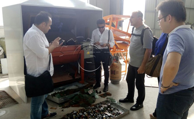 Customers in front of the electronic components dismantling machine